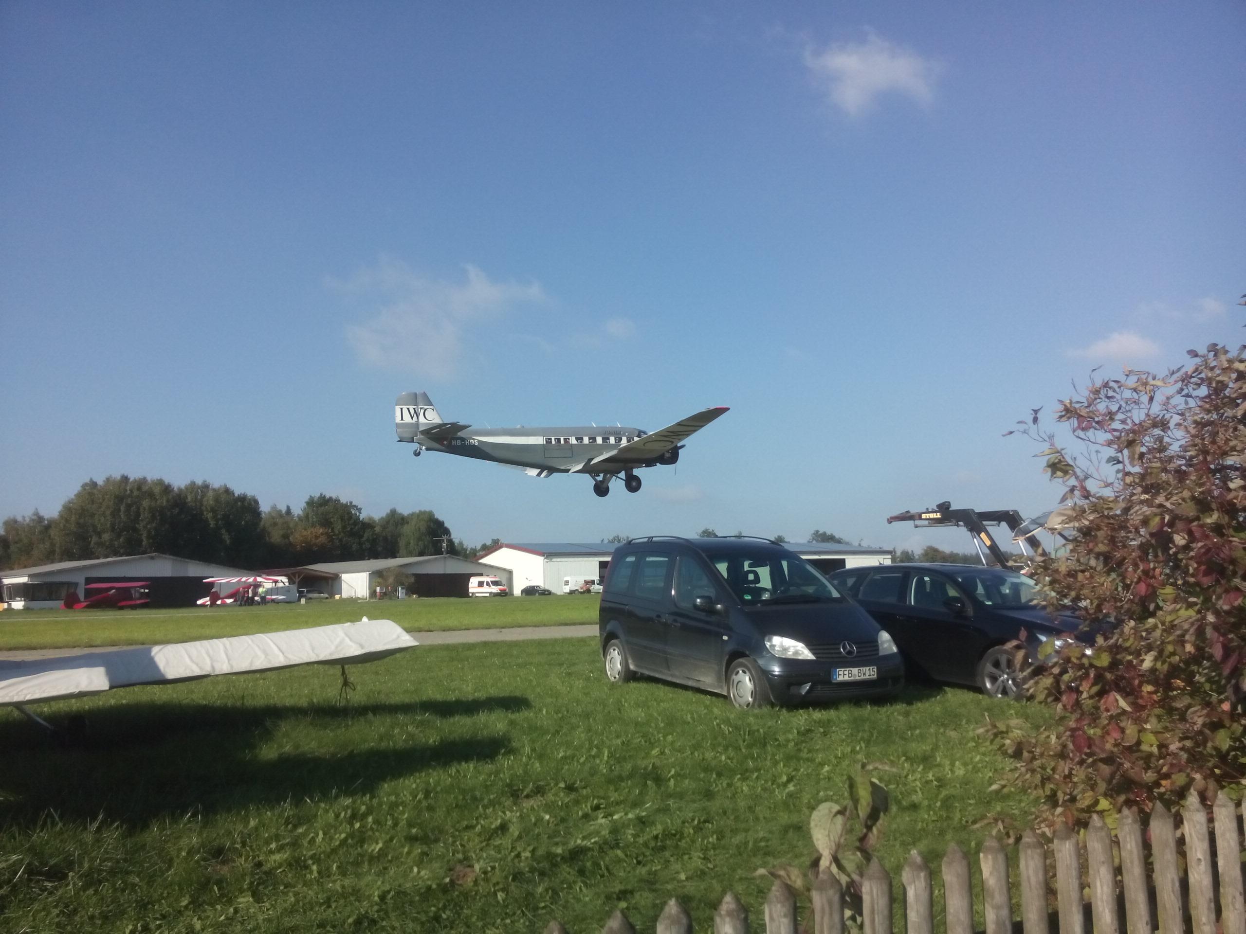 Flugshow, JU 52 im Tiefflug über Jesenwang